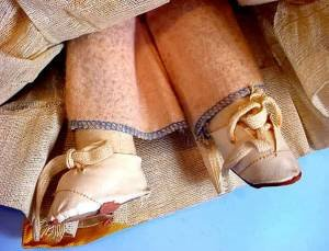 Vintage Mollyes or Georgene type Spanish girl feet