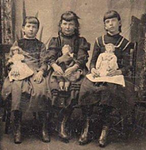 tin type 1 with 3 dolls